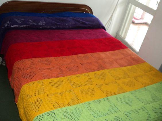 Vean mi colcha tejida al crochet con 160 cuadrados