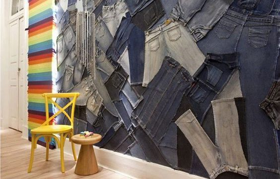 Cerca de 30 calças jeans foram usadas para revestir parede de 10 metros de comprimento (Foto: Divulgação)