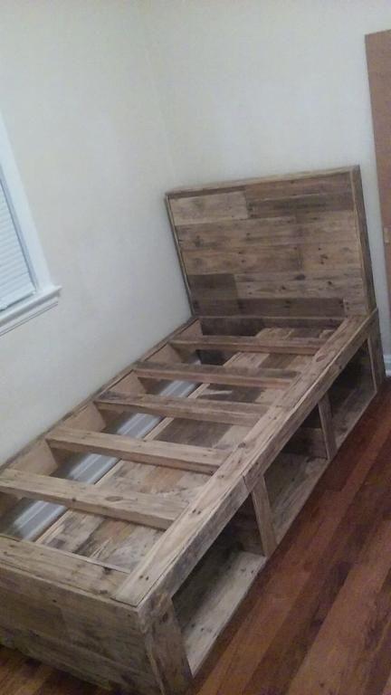 45 Wooden Pallet Furniture Bed Frames Headboards In 2020 Wood Pallet Beds Wood Pallet Bed Frame Wood Bed Frame