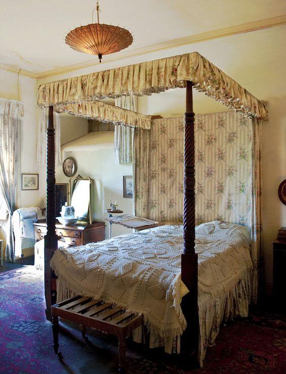 Irish bedroom decor in an irish country house photo for Celtic bedroom ideas