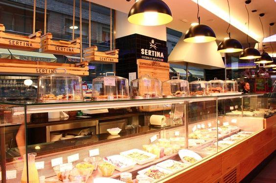 Mercado de Moncloa. Especialidad: pinchos, carnes, marisco, sushi, repostería y vinos  Horarios: todos los días de 08 a 12h (fines de semana, vísperas y festivos hasta las 02 de la madrugada)  Precios: cañas, 1,80 €; refrescos, 2 €; tapa, 2 €; café, 1,50€; desayuno, 2,50 €; menú dos platitos, 5,90€ para llevar y 7,50 € para tomar allí; cócteles, 10€; hamburguesa, 8-11€. Dirección: Calle Arcipreste de Hita, 10  Metro: Moncloa – Argüelles Teléfono: 915 49 60 08