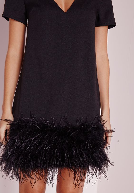 Missguided - Robe droite noire bordure à plumes Petite