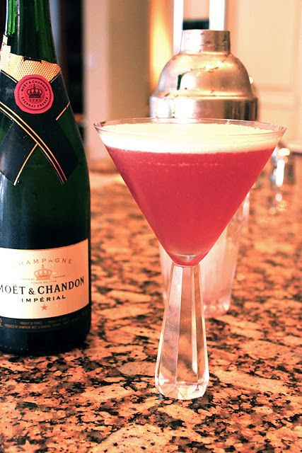 French Martini - made with vodka, pineapple juice, Chambord liqueur and champagne or sparkling wine