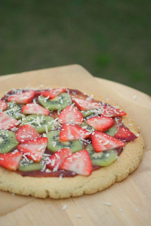 Pizza dulce de frutas. Sweet pizza.