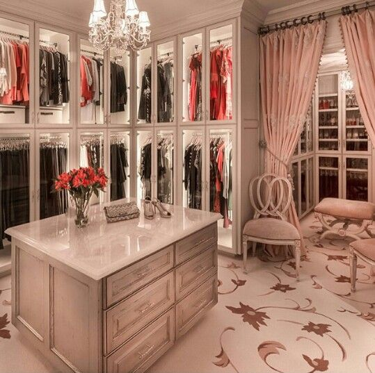 15 Elegant Luxury Walk-In Closet Ideas To Store Your Clothes In That Look  Like Boutiques | Dark, Dream closets and Clothes