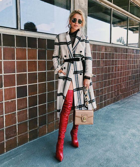 Esta temporada tus estilismos se van a complementar con unas botas rojas