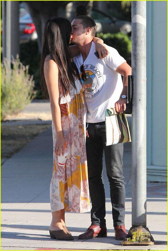 Shia LaBeouf: Kiss Kiss with Karolyn Pho! | shia labeouf karolyn pho kiss 06 - Photo Gallery | Just Jared
