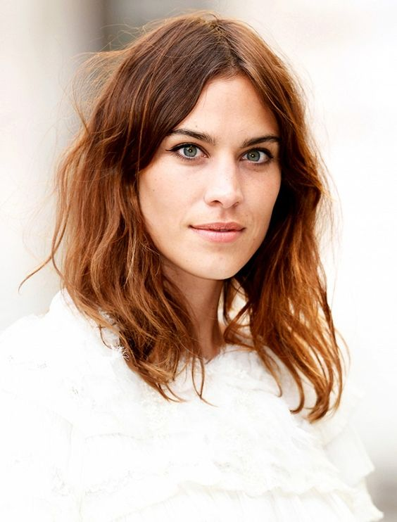 How to Grow Out Your Bangs Without Looking Awkward via @byrdiebeauty
