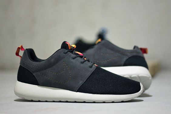 Nike Roshe Run Leather & Mesh