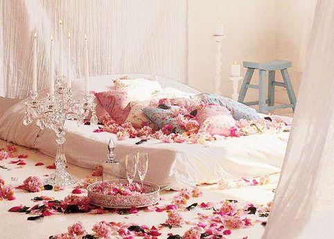 Trang trí phòng tân hôn bằng những cánh hoa hồng  #trangtriphongtanhon #phongtanhon #trangtriphongcuoi