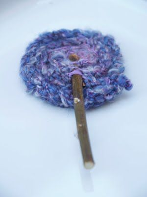 Fab tutorial on how to finger knit & make these beautiful flowers