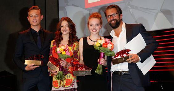 Die Nachwuchstalente der deutschen Filmbranche sind gekürt! Doch eine Gewinnerin fehlte ... Den süßen Grund und wer sich über einen New Faces Award freuen darf, verraten wir hier.