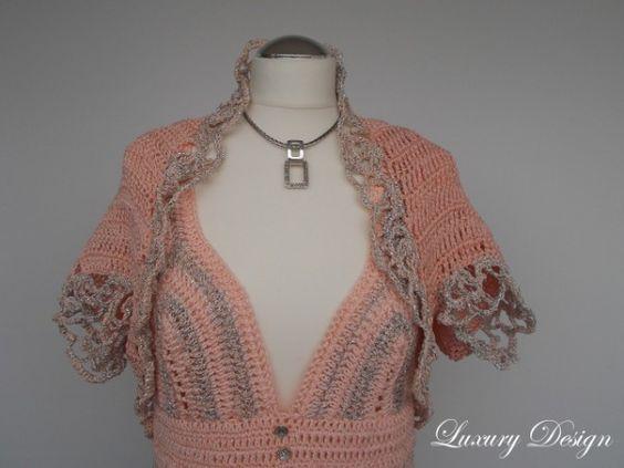 Ein schönes Sommerset und kreatives Häkelprojekt für die warme Jahreszeit. Ein Minikleid und ein Bolero die sich optimal ergänzen. Sie können durch die Garnwahl und Farbzusammenstellung auch ein schönes Set für den Abend häkeln und bei der nächst