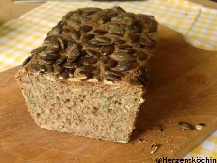 Heute aus meiner Vollwertküche ein leckeres Brot mit Kürbiskernen Zorrra , sorry ein Tag zu spät, zur Ehren des World Bread Day möchte ich noch meinen Beitrag für die 365 Brote nachsenden. Da ich g...