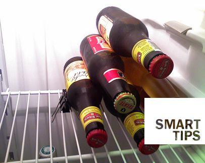 With a paper clip it will be easy to order the bottles in the fridge!  --  Con una pinza da documenti anche le bottiglie in frigo staranno in ordine!