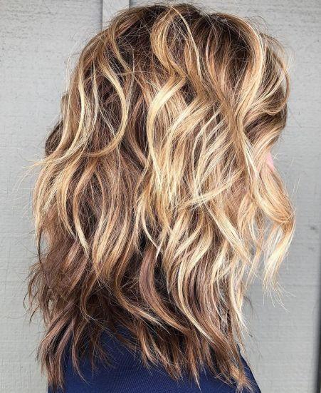 60 Best Variations Of A Medium Shag Haircut For Your Distinctive Style Distinctive Haircu Shag Haarschnitt Haarschnitt Frisur Durchgestuft