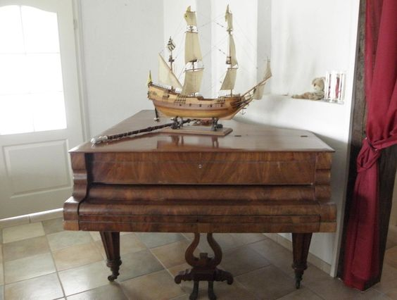 Alter Konzertflügel als Zimmerschmuck in Antiquitäten & Kunst…