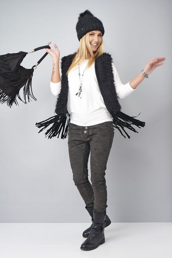 Life is a party! J'adore mon look pré-hivernal! #gilet #franges