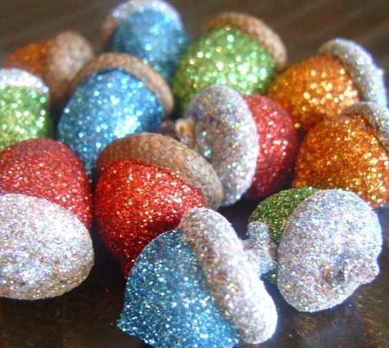glitter acorns, now i have something to do with all those billions of acorns in my yard!