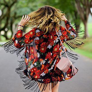 Faça um mix entre peças que combinam com tudo e aquelas que estão na moda e fazem seu coração bater mais forte. | O armário-cápsula é a solução para economizar e se vestir melhor