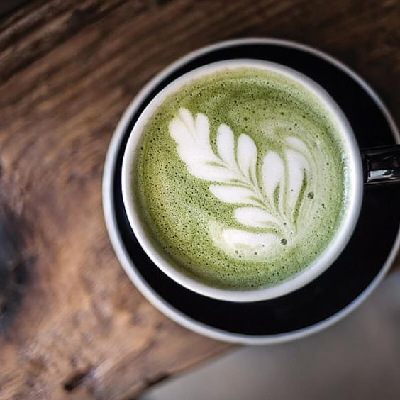 Relax with our quick and easy matcha latte recipe. Ready in 5 minutes, this matcha latte is a great alternative to your morning coffee.