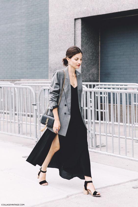 NYFW, street style, fendas, vestido preto longo, blazer, sandália preta, bolsa a…