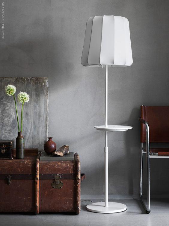 Med smart teknik och elegant formgivning sprider VARV golvlampa ...