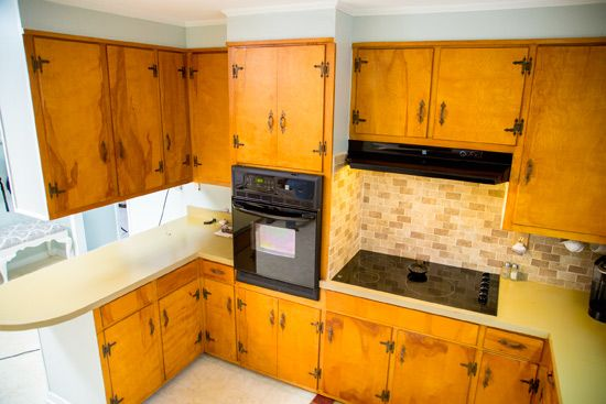 Small Closed Off Kitchen With Dated Cabinets Before Update Kitchen Cabinet Styles Pine Kitchen Cabinets Updated Kitchen