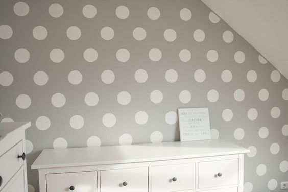 polka dot wand selber machen mit sarah j rs polka dots punkte liegen gerade voll im trend. Black Bedroom Furniture Sets. Home Design Ideas