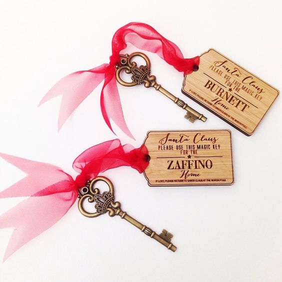Wow lots of families are getting ready for Santa's visit does Santa need a magic key to get into your home on Christmas Eve?? Well we have it sorted with the family name etched onto your very own bamboo keyring! This brass key and keyring come in a cute little red organza bag for storage and can be used for many years to come. You can find these little personalised treasures under Christmas/Wood Products on our website - http://ift.tt/19d7UyK  #colourandspice #christmas #xmas #santa…
