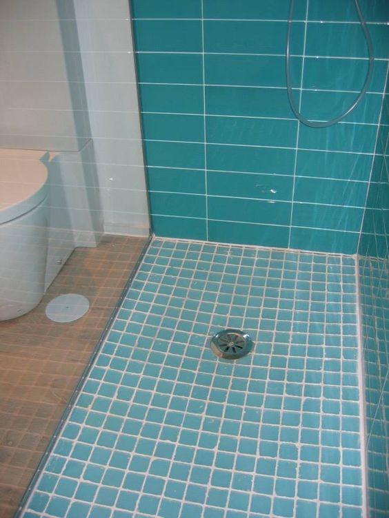Ducha de arquide estudio pavimento de gresite y pared de - Azulejos de cristal ...