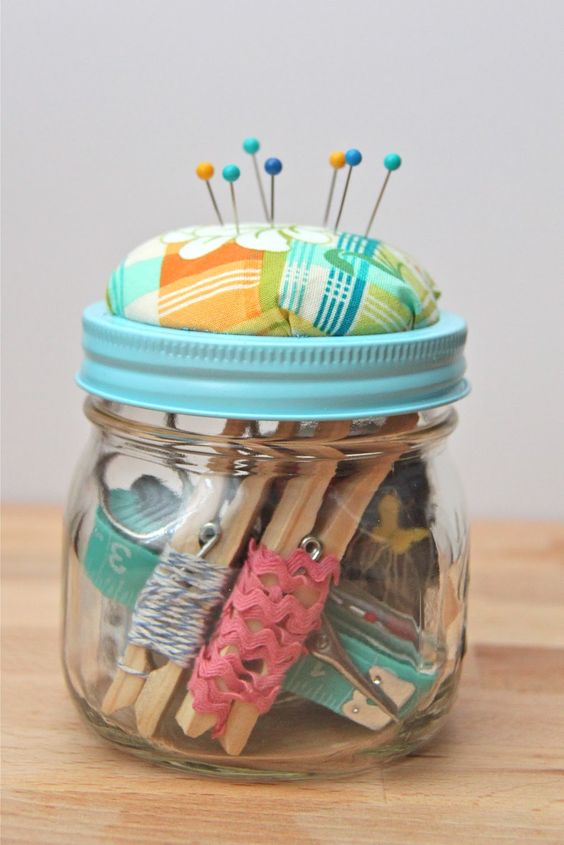 Does your Mom sew? How about making her this Christmas gift? A sewing kit in a mason jar, complete with pincushion!