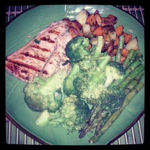 Healthy dish 101. 50% veggies, 30% lean protein 20% complex carbs.