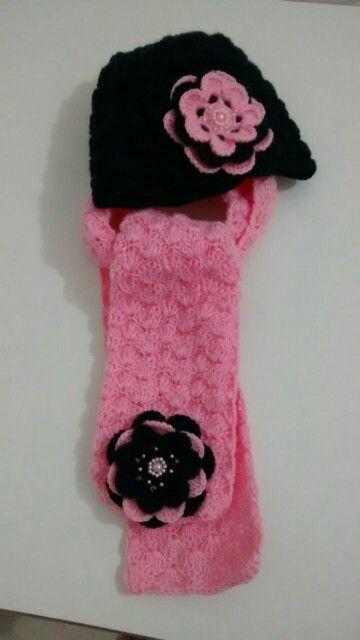 Touca e cachecol em crochet,  acesse : Facebook /Ateliê das Jorge