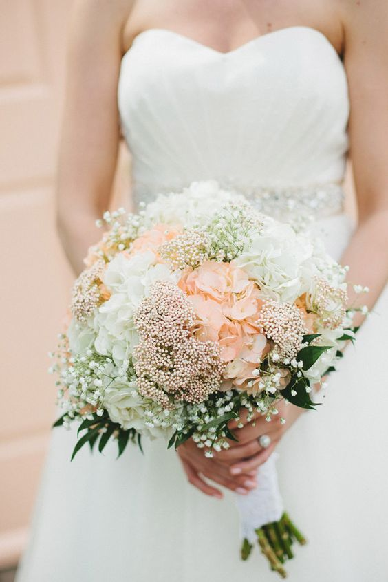 bouquet with hydrangea and baby's breath // photo by Braun Photography // http://ruffledblog.com/cincinnati-summer-wedding: