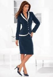I love a navy and white suit. Very slimming and totally gorgeous
