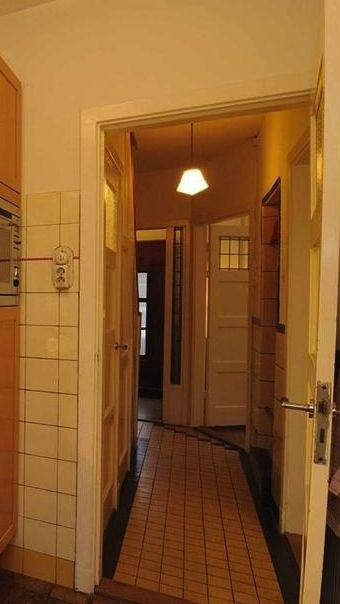 Jaren 30 Keuken Amsterdamse School : Oude tegels te zien in deze keuken van een jaren '30 huis in Utrecht