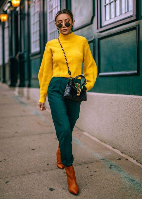 بالصور أفكار مختلفة لتنسيق اللون الأخضر الغامق مع ملابسك في الشتاء Colorful Fashion Fashion Color Blocking Outfits