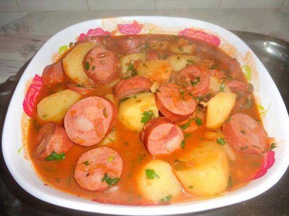 Receita de Ensopado de linguiça com batata – Tasty Demais Ingredientes 2 linguiças finas 4 batatas médias 1/2 cebola 3 colheres de massa de tomate 1 colher de sopa de... Ver Receita »