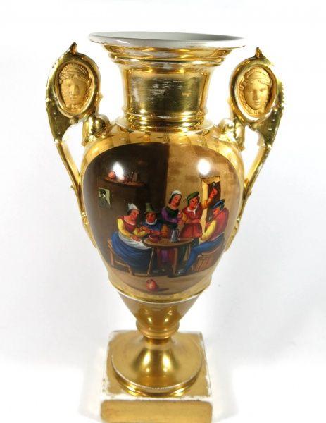 VIEUX PARIS - ânfora de porcelana francesa sec. XIX na forma de balaústre, decoração rica em dourado