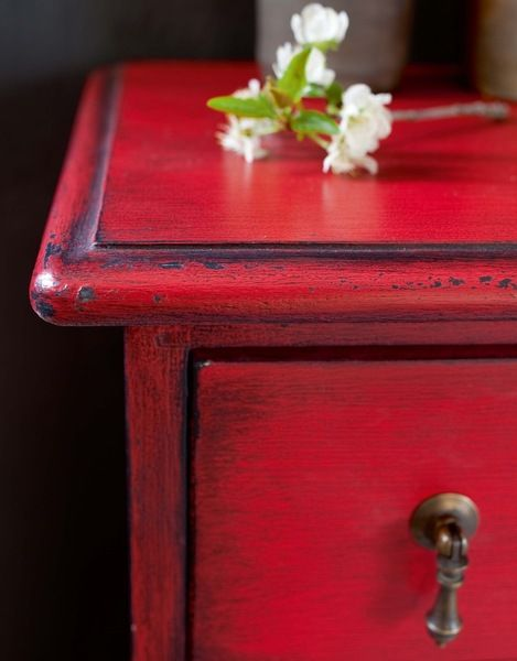 Rouge brocante and bricolage on pinterest for Vieillir un meuble en pin