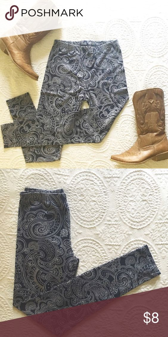 Cute Paisley Leggings Forever 21 Leggings. I cut the tag off because it was itchy. Denim-like look but cotton. Size Small. Great Condition. Let me know if you have any questions! Forever 21 Pants Leggings