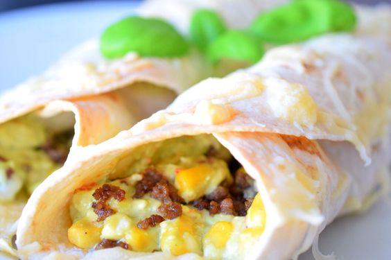Burritos mit selbstgemachter Avocadocreme, Hackfleisch, Mais, Paprika und Kidneybohnen