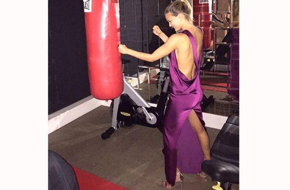 http://revistaglamour.globo.com/Moda/fotos/2015/03/vestido-de-cetim-virou-preferencia-no-red-carpet-stylist-ensina-como-vestir.html