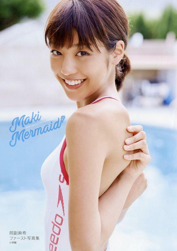 水着姿の岡副麻希の美人でかわいい画像