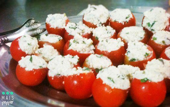 Canapés de tomate cereja e ricota temperada