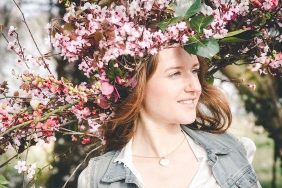 La Femme Gribouillage, Wedding Photography FR http://lafemmegribouillage.fr //  big crown flower love session engaged couple photoshoot engagement session fleurs
