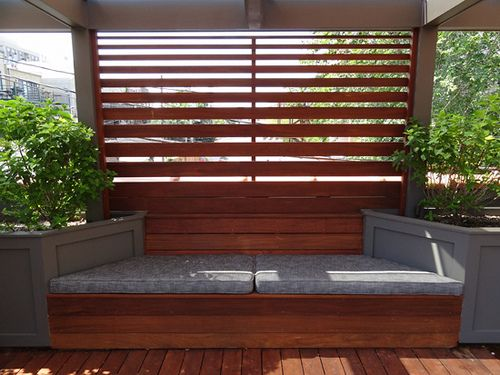 Custom ipe screen and bench on roof deck topiarius roof for Privacy planters for decks
