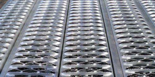 Perf O Grip Grating Heavy Duty Grip Strut Traction Tread Flooring Plank Expanded Metal Mesh Expanded Metal Metal Mesh