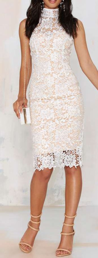 The Misha Collection Eline Lace Dress might be the most Instagram-worthy dress ever made.==